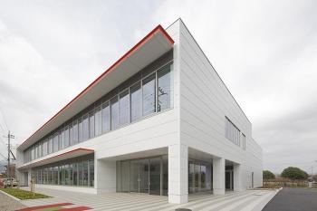 埼玉県の越生自動車大学校創立60周年事業 校舎棟が完成しました。