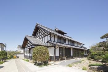 令和元年千曲川の決壊で被災した穂保の民家再生工事が完了しました。