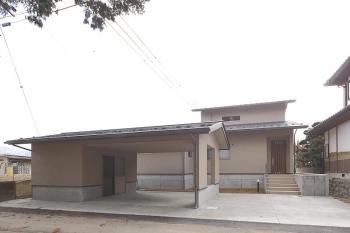 令和元年千曲川の決壊で床上2mの水害を受けた赤沼のT邸が地盤を嵩上げし改築工事が完了しました。